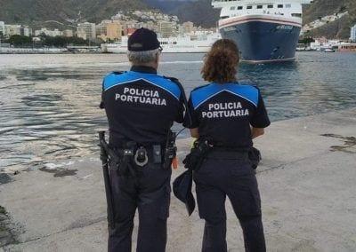 policía Portuaria en atraque de buque