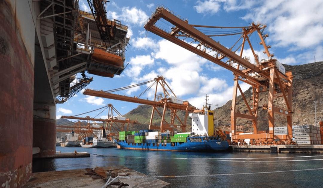 Puertos invierte más de un millón de euros en la limpieza de acarreos en barrancos de la capital tinerfeña