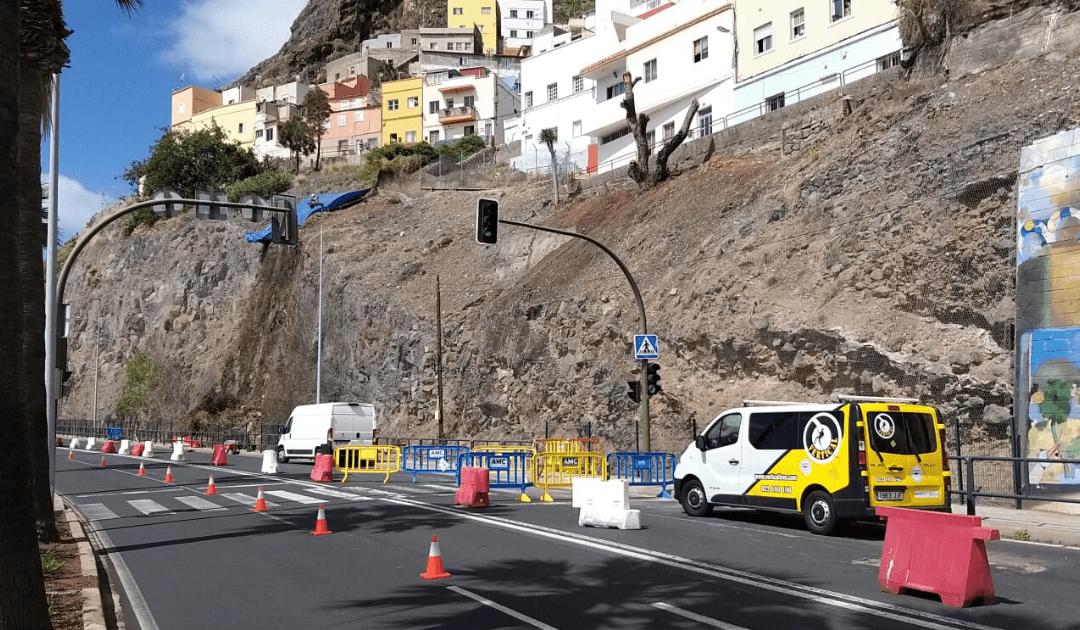 Puertos de Tenerife retoma trabajos no esenciales con la limpieza del talud de Valleseco