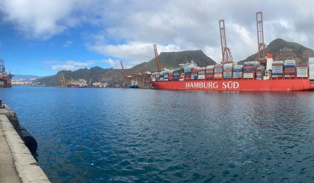 Portacontenedores en el puerto de Tenerife