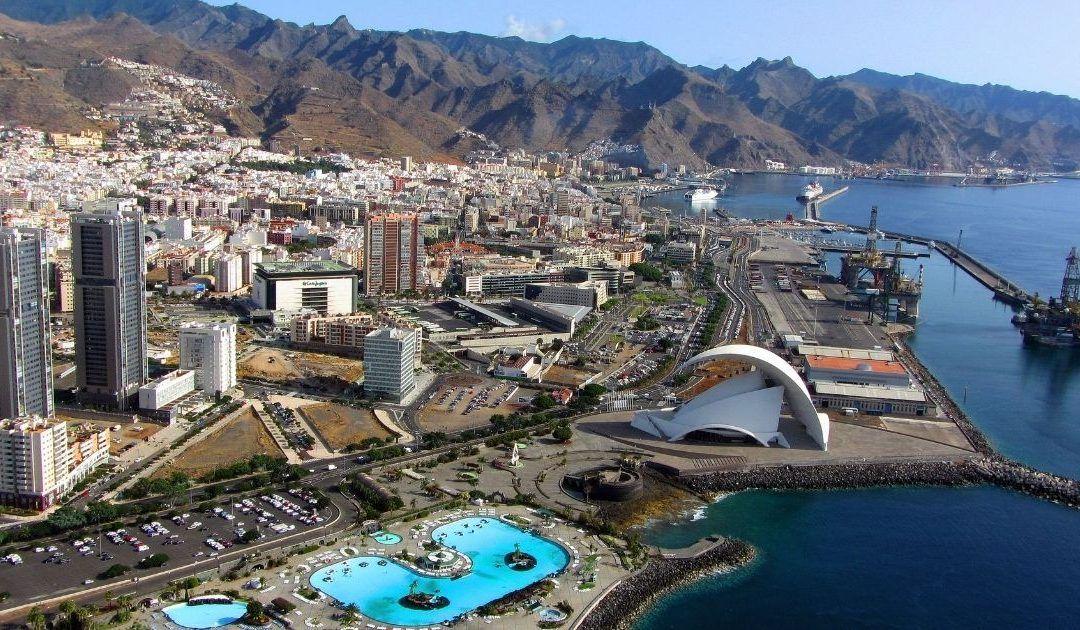 Dársena de Los Llanos con el Auditorio de Tenerife