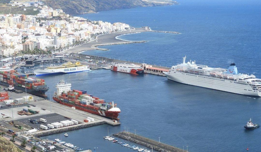 Mejora la eficiencia energética del alumbrado exterior del puerto de La Palma por 235 mil euros