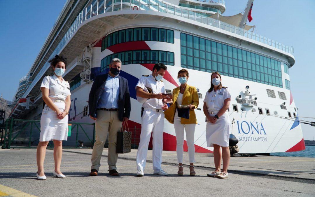 El puerto de Tenerife recibe al mayor crucero para el mercado británico en su primera visita a Canarias